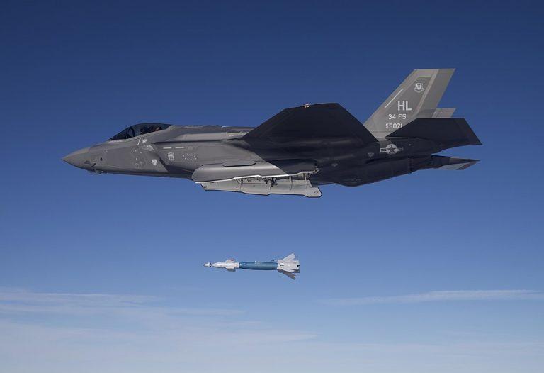 Jet F-35A Sukses Uji Coba Bom GBU-49 Paveway II
